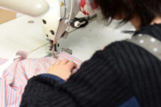 縫製職人の技は手さばきの仕草に無駄がない