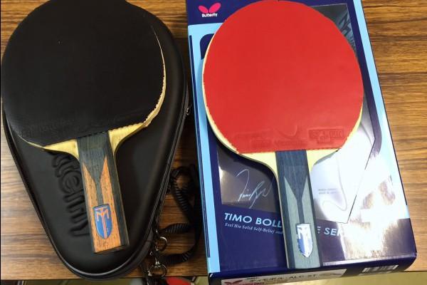 同じ卓球のラケットですが、右の方が左の倍以上の値段|板だけで12,000円ラバーは別売り