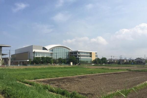 さいたま市記念体育館とさいたま市桜区役所は隣接しています