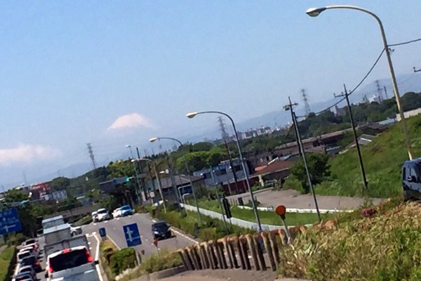 さいたま市桜区から志木市に架かる羽根倉橋から富士山を望む