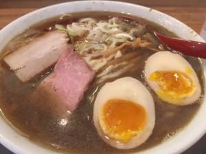 煮干し出汁が絶品だった味玉麺@970円(大盛り無料)