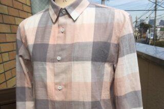春色のシャツ